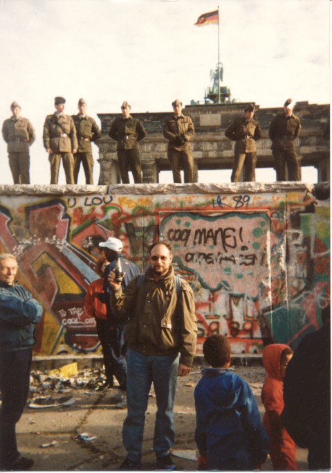Tearing Down The Berlin Wall http://www.dj0ip.de/gallery/tearing-down-berlin-wall/